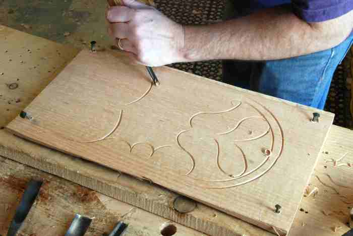 carving outline with V-tool