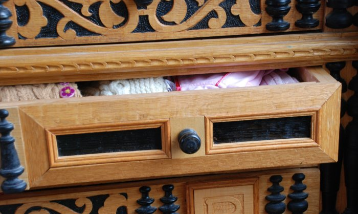 drawer front w applied moldings