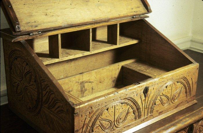 savell-desk-box
