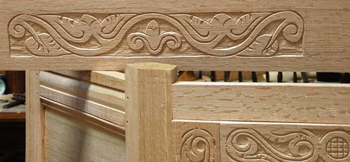 detail upper rail's carving