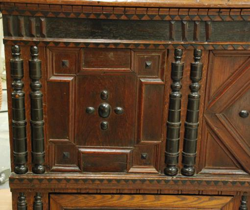 molding detail, Plymouth Colony chest