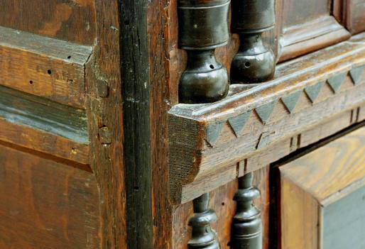 molding details, Plymouth Colony chest