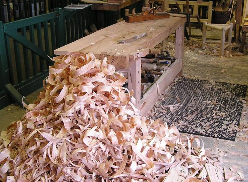 woodworking bench features