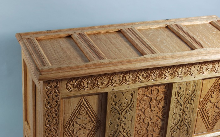 detail paneled lid