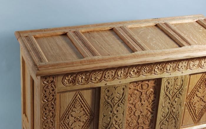detail paneled lid