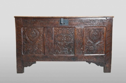 Devon chest, front view
