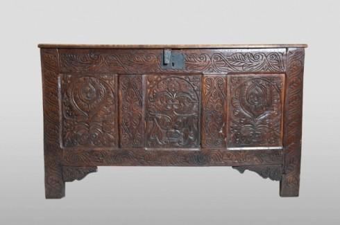 Devon chest, front view