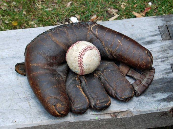 Moe's glove