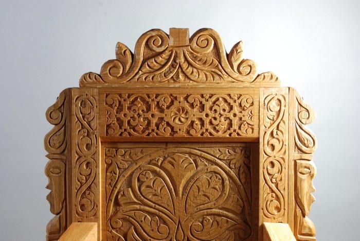 TD chair detail crest
