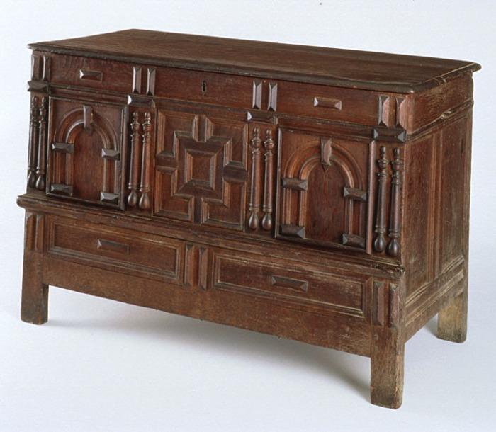 Boston chest w false drawer