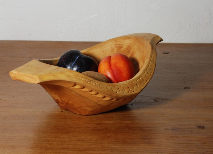 hewn bowl 14-02 w fruit