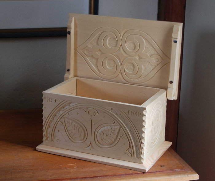 yc box open carved lid