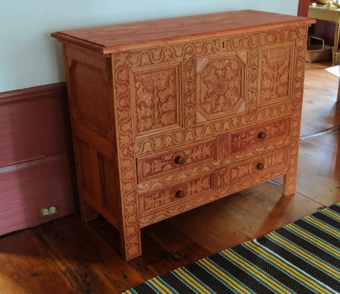 chest w drawers