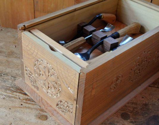 Chip carved box for bowl gouges peter follansbee joiner